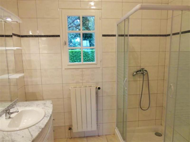 Radiateur salle de bain chauffage central - Valet de salle de bain ...